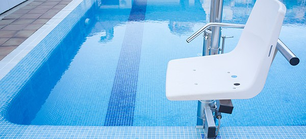 ventajas sillas grua piscinas