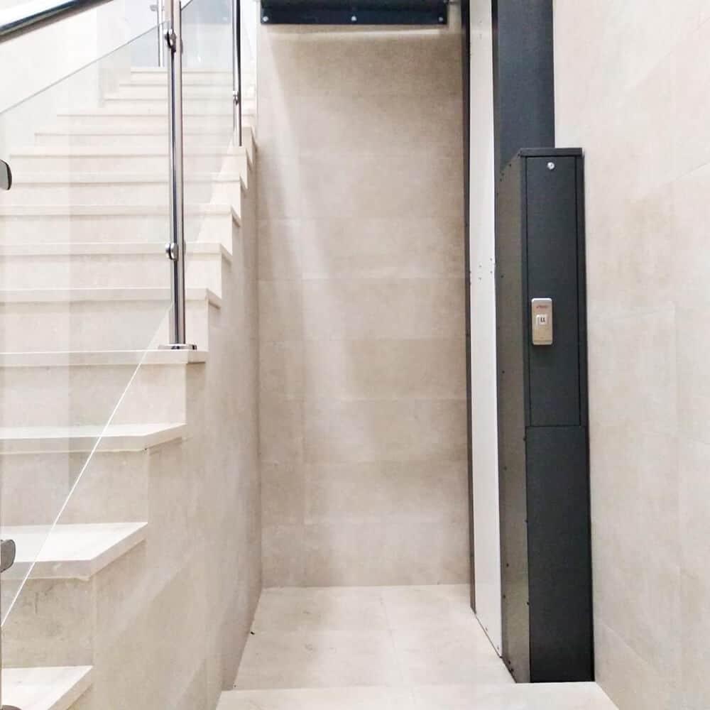 plataforma salvaescaleras escaleras vertical hestia